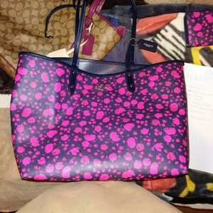 Reversable coach purse with matching wallet